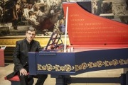 Slawomir_Zubrzycki_viola_organista_credits_G.Makara-180x120